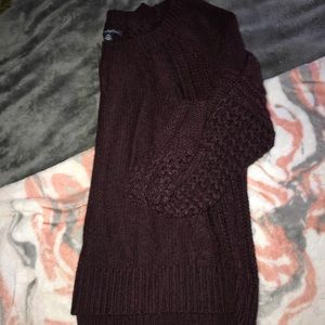 AE maroon sweater